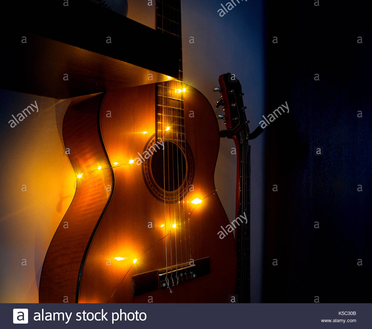 Accrocher Sa Guitare Au Mur Beau Photos Guitar Rack S & Guitar Rack Alamy