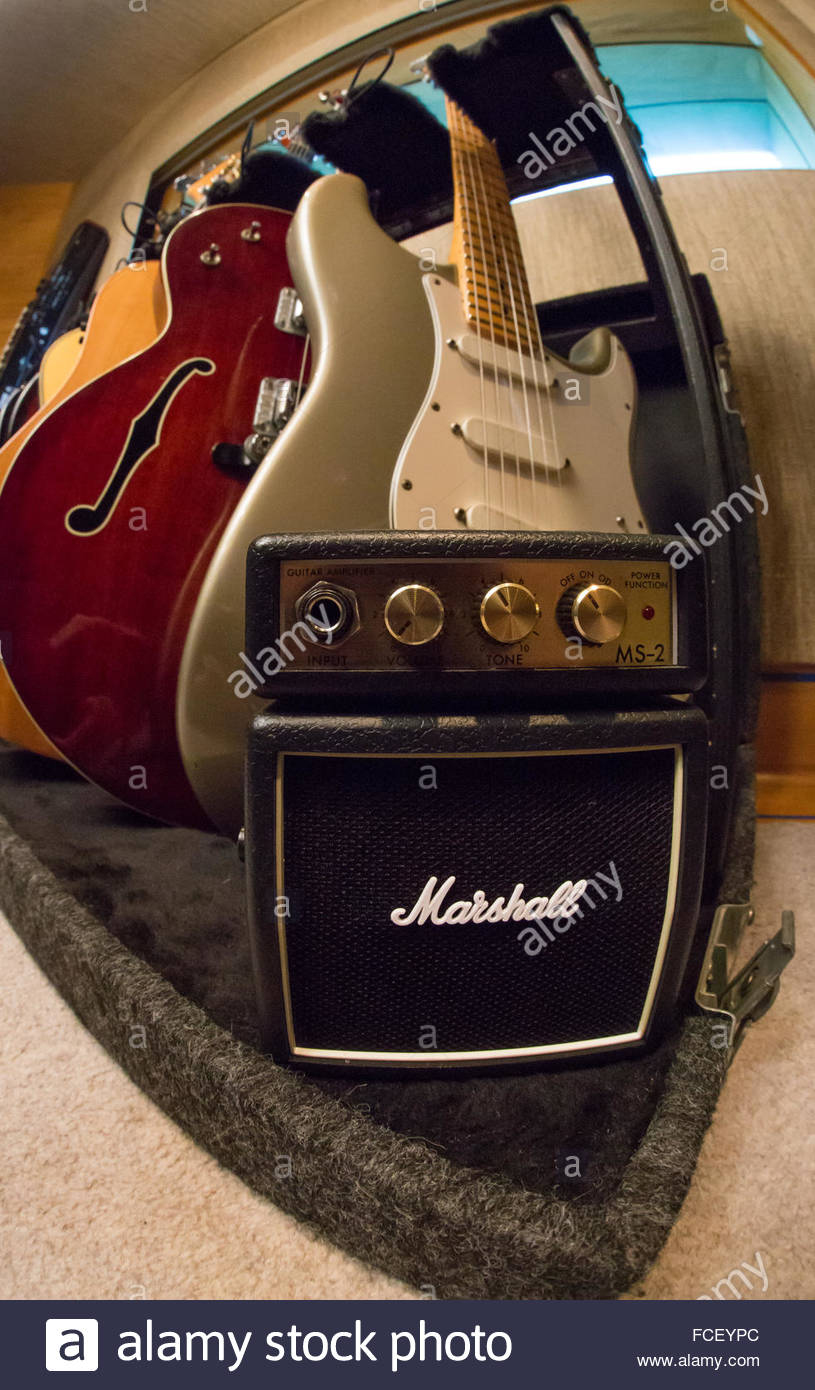 Accrocher Sa Guitare Au Mur Nouveau Image Guitar Rack S & Guitar Rack Alamy