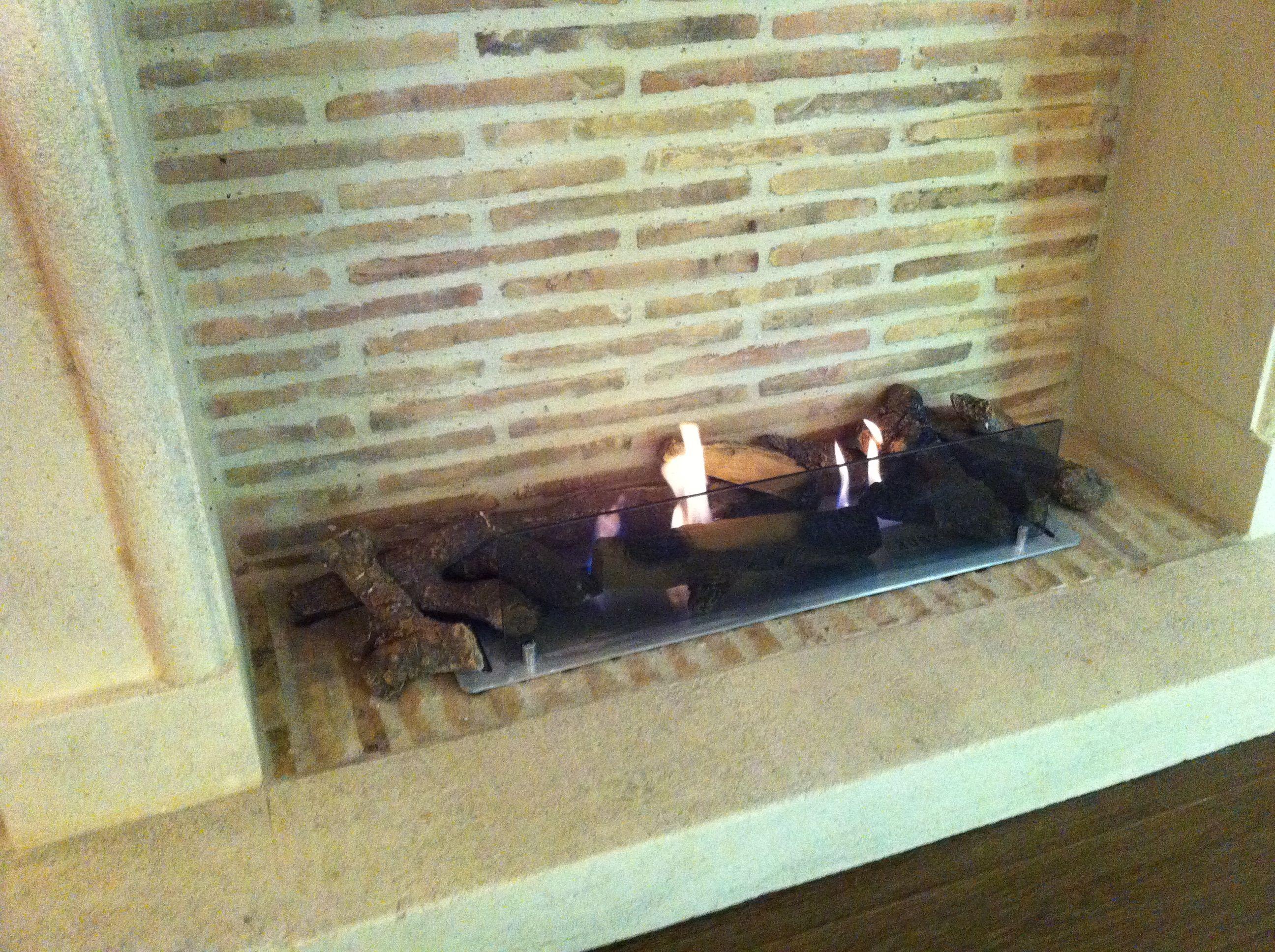 Barbecue En Pierre Leclerc Inspirant Images Installation De Briquettes Anciennes Dans Une Cheminée Avec Un