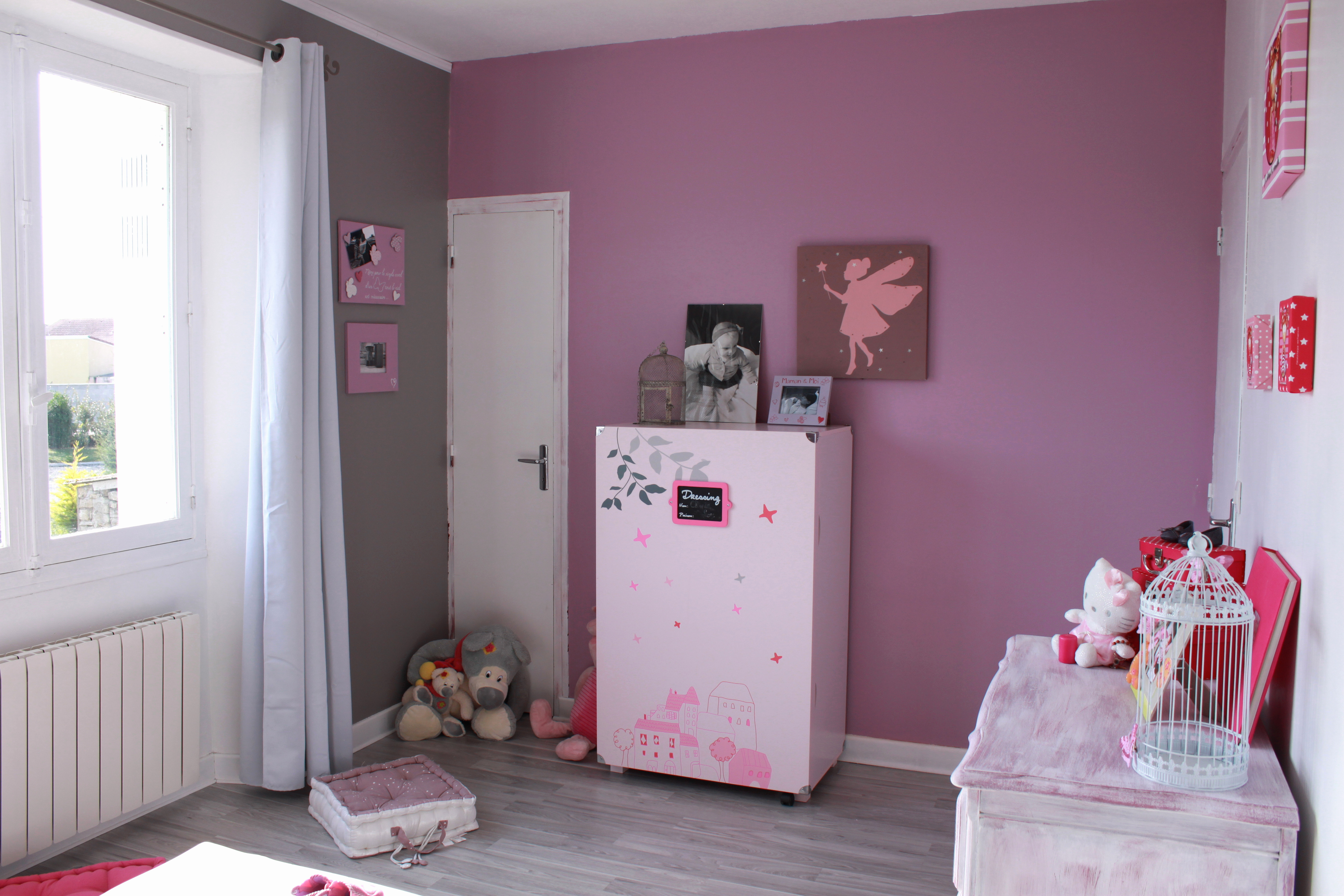 Parfait Chambre Violet Gris Élégant Stock Chambre Blanche Et Rose Image Couleur Rose  Fushia Chambre Violet