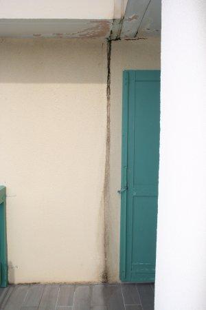 Enlever Moisissure Plafond Salle De Bain Élégant Collection Balcon Moisissure Plafond Et Mur De L H´tel De La Pin¨de