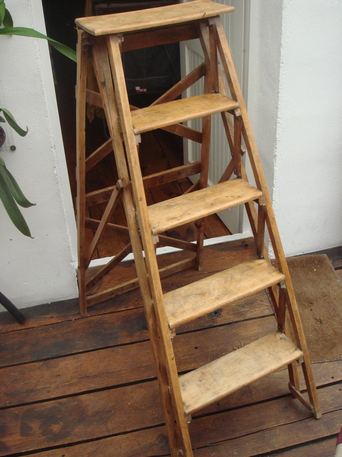 Escabeau Bois Ikea Beau Stock Tabouret Escalier Roger Tallon Designer Du Quoti N Expos Aux Arts