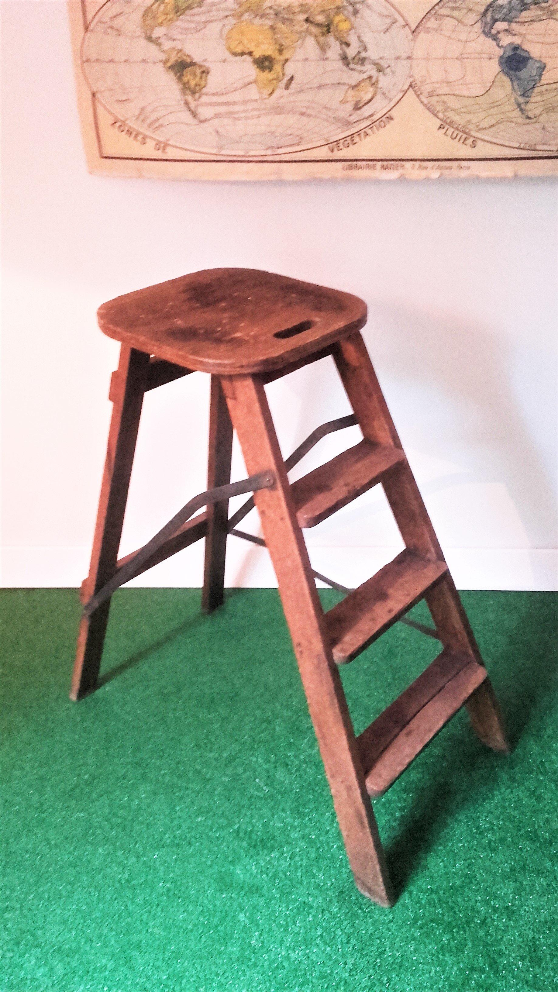 vieil escabeau en bois excellent source with vieil. Black Bedroom Furniture Sets. Home Design Ideas