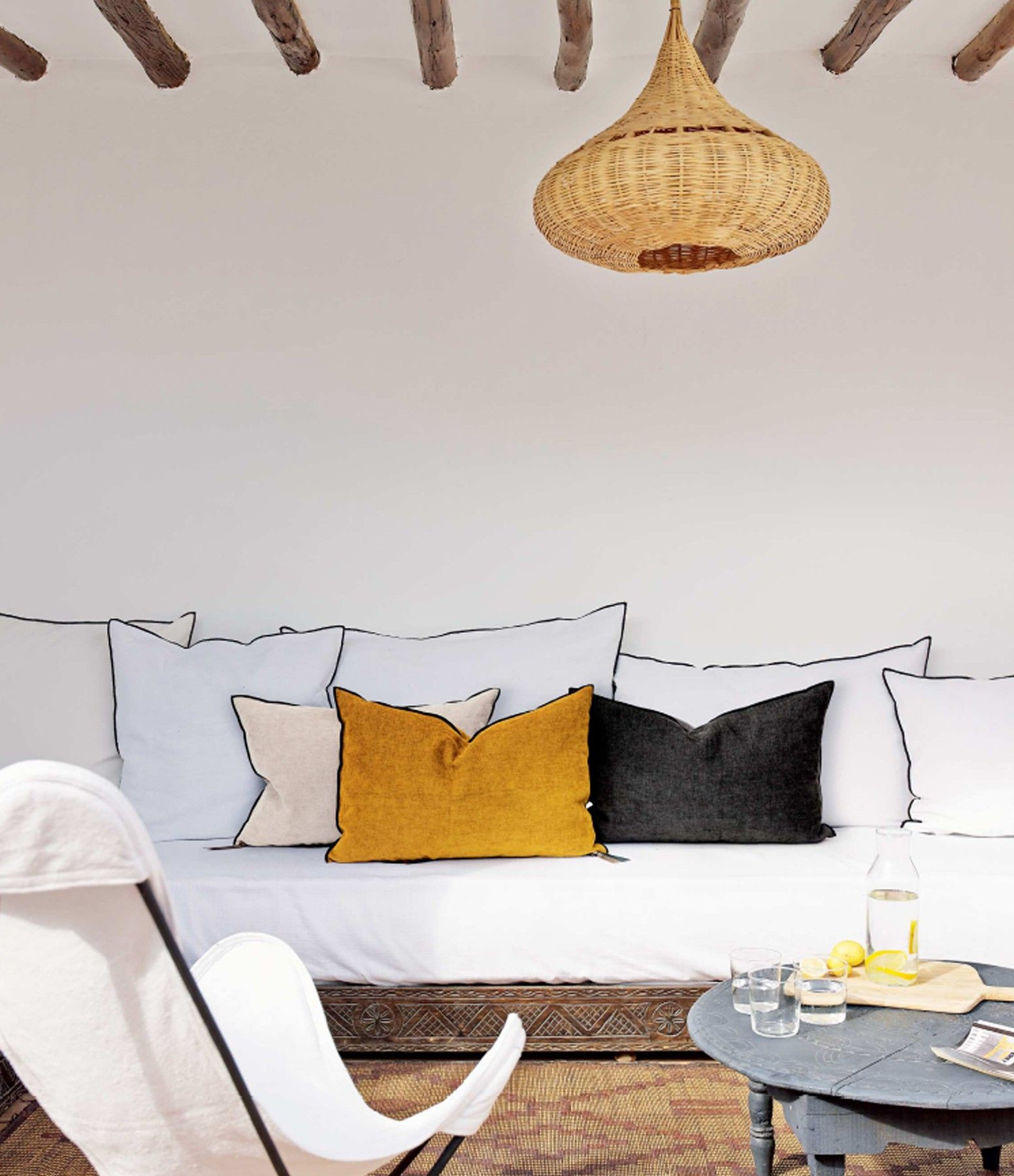 Fauteuil Ras Du sol Impressionnant Images Maison De Vacances Coussin Vice Versa Black Line Chenille Ciment