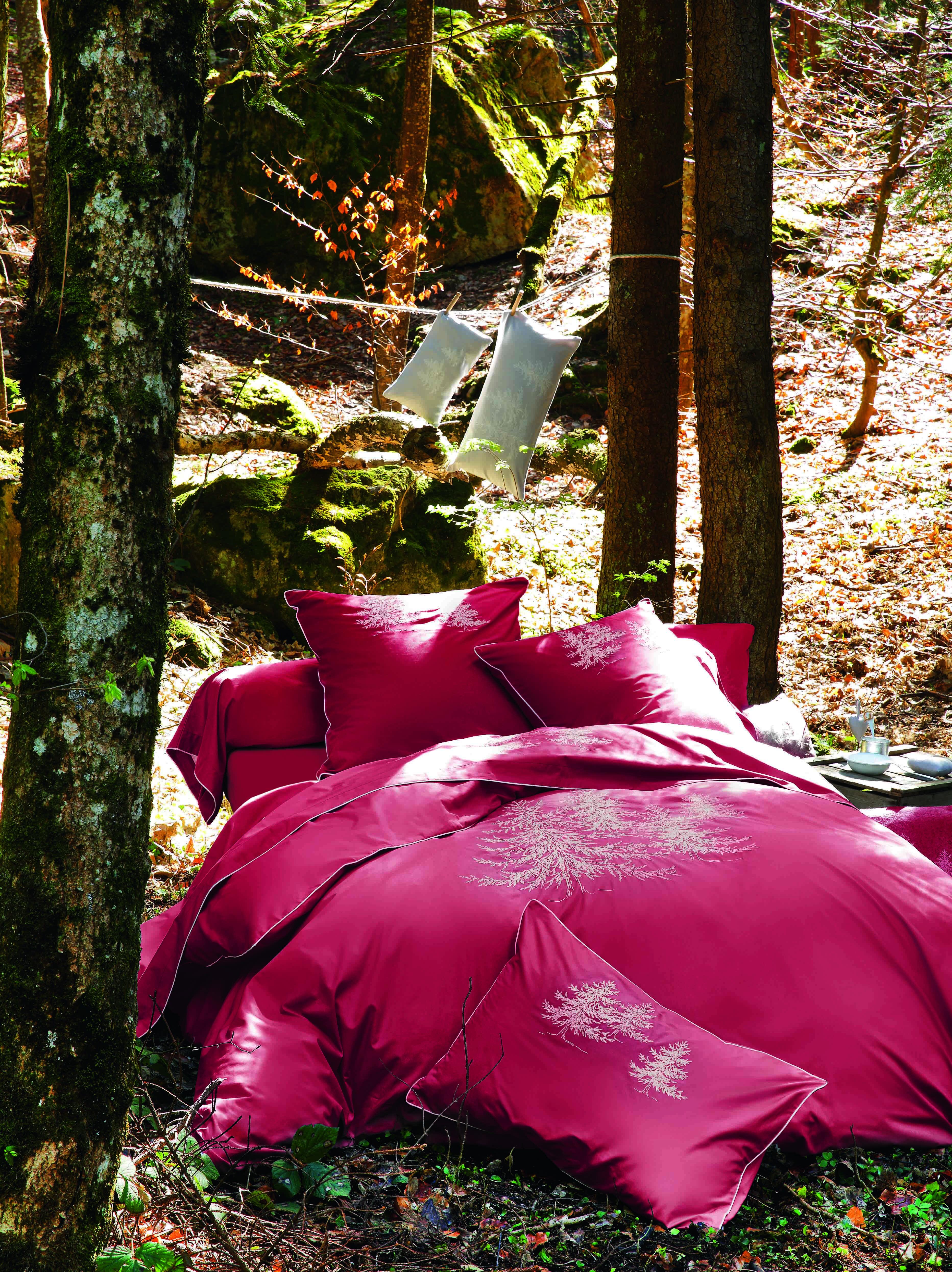 Housse De Couette Montagne Sylvie Thiriez Impressionnant Photographie Parure In the forest Rouge Montagne Parure De Linge De Lit En