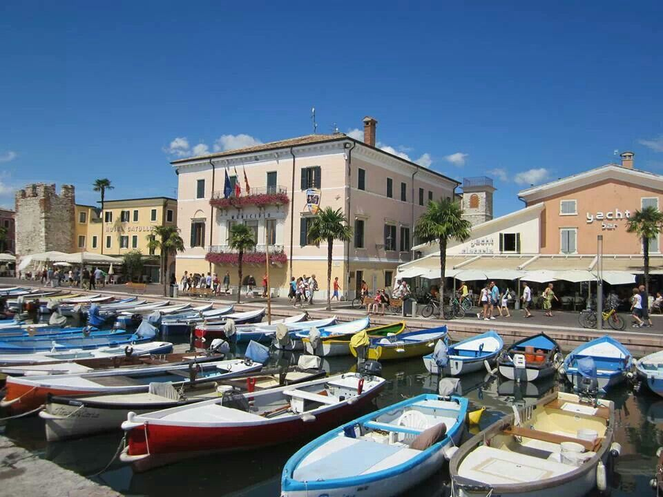 Les ateliers De Verone Beau Stock Bardolino Lake Garda Italy Lake Garda