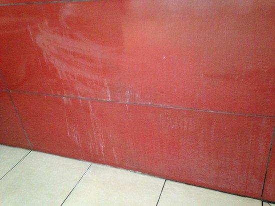 Mur De Bulles Pas Cher Beau Photos La Tache Sur Le Mur De La Salle De Bain  Notre Arrivée De