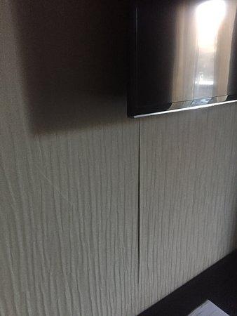 Mur De Bulles Pas Cher Luxe Photos Le Papier Peint Tient Au Mur Grace  Du Scotch tout Ca Est