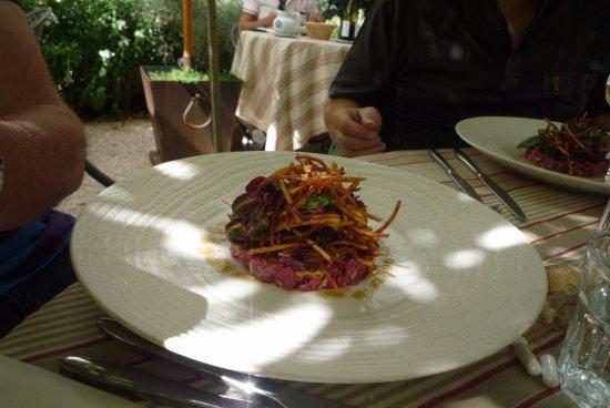 Une Plume Dans La Cuisine Élégant Stock Tartare De Boeuf De Restaurant Clair De Plume Gastronomique
