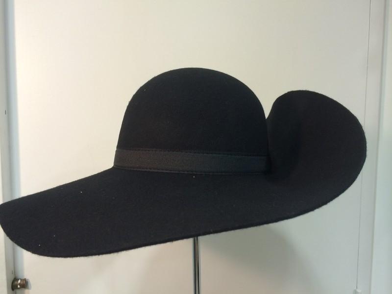 Une Plume Dans La Cuisine Unique Image Chapeau Mousquetaire Avec Ou Sans Plume tout Pour L Ouvrier